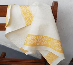 Dwie lniane kremowe ściereczki szwedzkie z pomarańczowymi paskami. Linen Towels, Dish Towels, Tea Towels, Kitchen Runner, Scandinavian Home, Orange, Kitchen Towels, Damask, Vintage