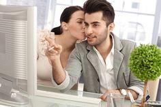 Confira as fragrâncias recomendadas para usar em um ambiente corporativo  continue lendo em 10 Perfumes masculinos para usar no trabalho