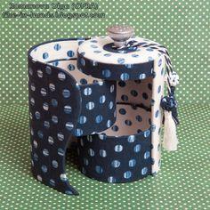 Cardboard Organizer, Cardboard Crafts, Hamper Boxes, Diy Storage Boxes, Creative Box, Paper Crafts Origami, Paper Crafting, Pencil Bags, Friend Birthday Gifts