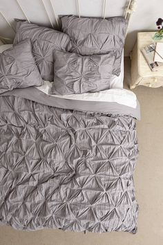 Gogeous bedding