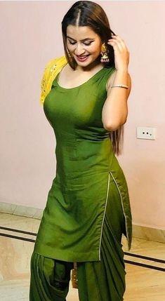 50 Stunning High Quality Images of Indian Girls in Saree! Beautiful Girl Indian, Most Beautiful Indian Actress, Shalwar Kameez, Kurti, Patiala Salwar, Punjabi Girls, Punjabi Dress, Indian Girl Bikini, Indian Girls Images