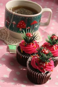 These will definitely be made at Christmas! <3 these mushroom cupcakes ~