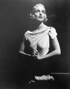Carole Lombard Born: Jane Alice Peters on October 1908 in Fort Wayne, Indiana, USA Died: January 1942 (age in Table Rock Mountain, Nevada, USA Old Hollywood Movies, Golden Age Of Hollywood, Hollywood Glamour, Classic Hollywood, Hollywood Actresses, Carole Lombard, Classic Actresses, Classic Movies, Female Body Photography