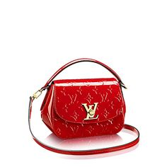 Discover Louis Vuitton Pasadena: The Pasadena in Monogram Vernis brings a touch of sweet sophistication to styles from chic to preppy. Available in a pretty palette of rosy hues, the embossed calf patent leather is set off by a signature LV twist lock. A charming choice for gifting.
