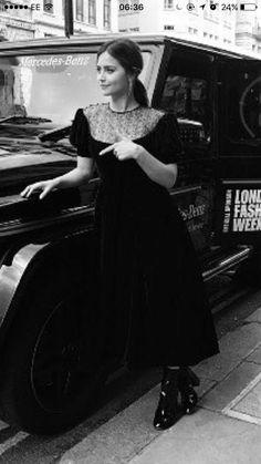 Jenna Coleman, British Actresses, Doctor Who, Cool Photos, Wattpad, Fitness, Gifs, Woman, Videos