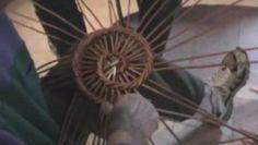 petite vidéo de mon prof de vannerie, en plein périgord, dans la vallée de l'isle, ce sont des paniers uniques au monde, faits en tressant en spirale de l'osier...