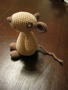 Olga la Souris crochet mouse by JuliaH free pattern.
