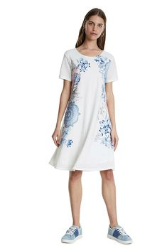Krátké bílé šaty španělské značky Desigual jsou díky vzoru ornamentů a květin nepřehlédnutelné. Vezmete je do práce, do kina, na procházku nebo na zahradní slavnost. Bílý podklad s modrými ornamenty a květinami doplněný o kamínky, krátký rukáv, bez zapínání, materiál pružný (52% viskóza, 48% polyamid, podšívka 100% viskóza), střih do A. Díky krátkému střihu se dají vzít i ke kalhotám nebo legínám. Doporučujeme pohodlnou obuv a kabelku z naší nabídky. Dress Patterns, Short Sleeve Dresses, Shirt Dress, Summer Dresses, Dress Colour, Patterned Dress, Shirts, Amp, Products