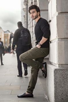 Pakistani Superstar Imran Abbas to turn producer Best Poses For Men, Good Poses, Poses For Boys, Mens Poses, Best Photo Poses, Portrait Photography Poses, Photography Basics, Photography Lighting, Photography Backdrops