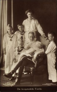 And then there were five.  Friedrich Wilhelm and Cecilie surrounded by their growing family which finally includes a daughter, Princess Alexandrine, named for Cecilie's sister, circa 1915.