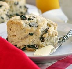 Rock Recipes -The Best Food & Photos from my St.: The Best Newfoundland Raisin Tea Buns Dessert Dips, Dessert Recipes, Dessert Food, Recipes Dinner, Newfoundland Recipes, Canadian Food, Canadian Recipes, Canadian Cuisine, Muffins