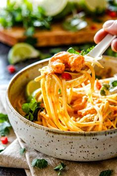a spoonful of laksa with chicken, shrimp and noodles and cilantro and bean sprouts Easy Recipes For Beginners, Easy Pasta Recipes, Easy Delicious Recipes, Quick Dinner Recipes, Vegetarian Recipes Easy, Easy Chicken Recipes, Asian Recipes, Asian Foods, Soup Recipes