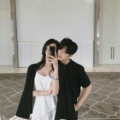 Find images and videos about couple and ulzzang on We Heart It - the app to get lost in what you love. Cute Couples Goals, Couples In Love, Couple Goals, Ulzzang Couple, Ulzzang Girl, Cute Couple Pictures, Couple Photos, Matching Couple Outfits, Best Dating Apps