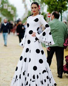 Ruffled Dresses, Maxi Dresses, Evening Dresses, Blouse Styles, Blouse Designs, Flamenco Costume, Vogue, Lettering, Costumes