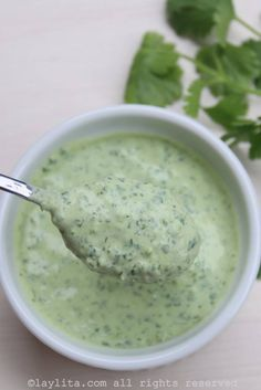 Quick recipe for a homemade cilantro jalapeño yogurt sauce or dip. This sauce can be used as a dip for veggies, crackers, chips, empanadas, and more. Salsa Picante, Cilantro Salsa, Sauce Recipes, Cooking Recipes, Healthy Recipes, Sopas Light, Cuisine Diverse, Yogurt Sauce, Salsa Recipe