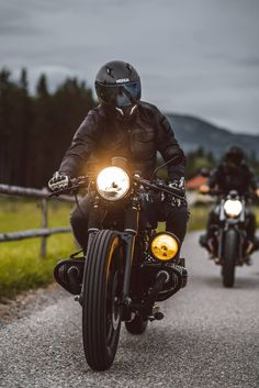 BMW Cafe Racer with yellow auxiliary light. BMW Cafe Racer with yellow auxiliary light. Bmw Cafe Racer, Inazuma Cafe Racer, Cafe Racer Motorcycle, Motorcycle Style, Biker Style, Moto Motocross, Women Motorcycle, Motorcycle Quotes, Motorcycle Helmets