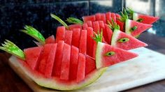Learn How to quickly Cutting Watermelon into Birds - Food Carving Ideas Watermelon Carving, Watermelon Fruit, Fruits Decoration, Food Sculpture, Sculpture Ideas, Banana Art, Fruit And Vegetable Carving, Food Carving, Fruit Slice
