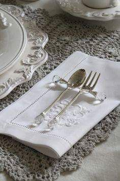Lovely linen for a classic table style.