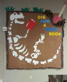 Summer Reading Club Dig Into A Good Book display. Dig Into Reading, Dino Dig … Dinosaur Bulletin Boards, Dinosaur Classroom, Reading Bulletin Boards, Bulletin Board Display, Display Boards, Display Ideas, School Library Displays, Library Themes, Classroom Displays