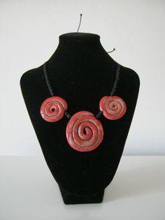 Collana spirali rosse in ceramica Raku....