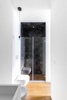 PG House   private apartment refurbishment: Bagno in stile in stile Moderno di Atelierzero Architects