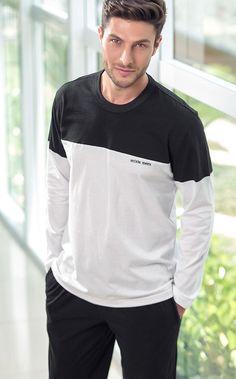 HECTOR. Conjunto de Meia malha 100% Algodão composto por blusa com recortes em mangas, frente e costas. Bordado Mixte Men´s. Calça com bolsos e braguilha.