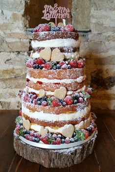 Naked wedding cake with berries and hearts. Naked wedding cake with berries and hearts. Wedding Cake Rustic, Elegant Wedding Cakes, Wedding Cake Designs, Wedding Cupcakes, Wedding Cake Toppers, Unique Weddings, Gold Wedding, Wedding Ideas, Food Cakes