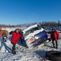 Encalhadas no gelo - http://www.mundoporterra.com.br/curiosidades/encalhadas-no-gelo/ - As estradas de gelo (zimnik) na Rússia compreendem caminhos sobre rios e lagos congelados, bem como pela taiga e tundra com base de neve compactada. Por dependerem do gelo para se manterem transitáveis, essas estradas existem somente no inverno e parte da primavera, ficando o verão e o outono livres de circulação de automóveis. Mas por razõe