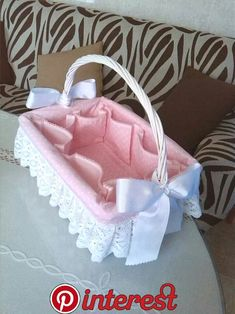 Diy Crafts - Canastilla (Pic only) Baby Baskets, Gift Baskets, Baby Sewing Projects, Sewing Crafts, Baby Crafts, Diy And Crafts, Baby Shawer, Basket Decoration, Baby Items
