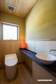 少しリッチで和モダンで、衛生的なトイレ (から アグラ設計室一級建築士事務所 agra design room)
