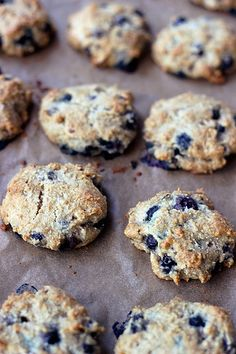 Grain-Free Blueberry Almond Breakfast Cookies So YUMmY! I used cheap ground almonds from Fleet Farm - rather than the expensive almond meal, butter, honey, and chopped pecans In place of the almond slivers, and dusted the tops with a bit of raw sugar an Gluten Free Cookies, Gluten Free Baking, Gluten Free Desserts, Vegan Desserts, Gluten Free Recipes, Cookies Vegan, Almond Cookies, Blueberry Cookies, Vegan Blueberry