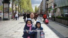 Walking in Paris with children. kids. Passeando pelas ruas de Paris com as crianças