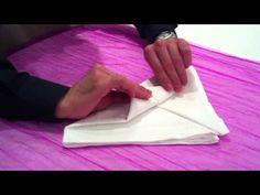 """How to"" Δίπλωμα πετσέτας σε κρίνο. Napkin Folding, Cutting Board, Napkins, Tables, Youtube, Ideas, Table, Decorations, Mesas"