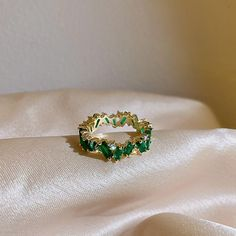 Green Emerald Ring, The Crown, Charm Jewelry, Wedding Rings, Fancy, Jewels, Engagement Rings, Metal, Gifts