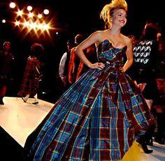 Tartan Wedding Dresses | La fantasia della Westwood non ha limiti per colori, tessuti e forme.