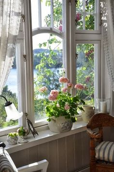 Country Cottage Style window view of the lake with pink roses Cottage Living, Cozy Cottage, Cottage Homes, Lake Cottage, White Cottage, Lakeside Cottage, Romantic Cottage, Romantic Homes, Ventana Windows