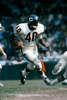 Gale Sayers of the Chicago Bears carries the ball against the Detroit Lions during an NFL football game circa 1965 at Tiger Stadium in Detroit, Michigan. Sayers played for the Bears from Get premium, high resolution news photos at Getty Images Bears Football, Nfl Bears, But Football, Nfl Football Games, Nfl Football Players, Football Photos, Sport Football, Nfl Sports, School Football