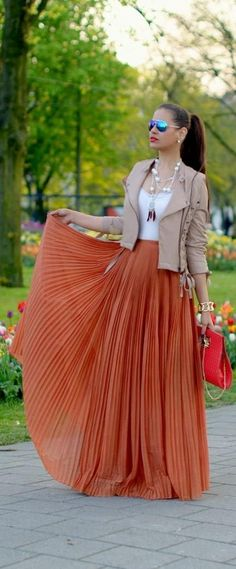 Spring Outfit - Leather Moto with Pleated Maxi Skirt Maxi Skirt Outfits, Chic Outfits, Dress Skirt, Fashion Outfits, Womens Fashion, Pleated Maxi Skirts, Look Fashion, Autumn Fashion, Inspiration Mode