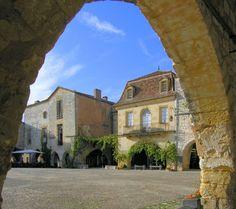 Monpazier : merveilleuse bastide qui a conservé parfaitement son architecture du moyen âge. Les soirées d'été sur la place du village sont d...