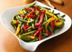 Skinny Girl Friendly Green Beans with Colored Peppers Gently sauté a pretty medley of frozen green beans and fresh sweet pepper strips, accented with herbs and a spritz of lemon. Lemon Green Beans, Frozen Green Beans, Vegetable Side Dishes, Vegetable Recipes, Vegetable Bake, Skinny Girl Recipes, Baked Vegetables, Veggies, Cooking Vegetables