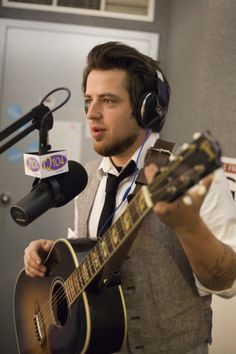 Lee DeWyze Performs In Studio On Fee's Kompany – November 12, 2013 « Q104 Cleveland