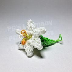 EASTER LILY - my first project using the Monster Tail. (The petals were made on the Rainbow Loom. Rainbow Loom Tutorials, Rainbow Loom Patterns, Rainbow Loom Creations, Rainbow Loom Bands, Rainbow Loom Charms, Rainbow Loom Bracelets, Loom Bands Instructions, Loom Bands Tutorial, Loom Love