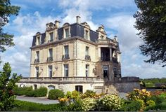 When in the Bordeaux area, I like Chateau Grattequina, Blanquefort, FR