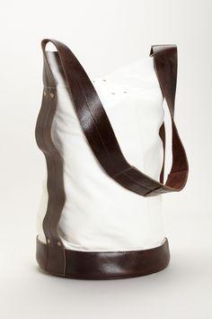 MK Totem Bucket Tote Chloe Handbags, Mk Handbags, Handbags Michael Kors, Fashion Handbags, Designer Handbags Outlet, Wholesale Designer Handbags, Designer Bags, Handbags Online Shopping, Mk Bags
