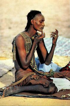 """'Absorbed in preening', a young man with his hairline shaved to dramatize his forehead applies power to lighten his skin for the Yaake dance, when the women judge men on charm and beauty. National Geographic October 'Niger's Wodaabe:""""People of the Taboo"""" Religions Du Monde, Cultures Du Monde, World Cultures, Black Is Beautiful, Beautiful World, Beautiful People, We Are The World, People Around The World, Population Du Monde"""