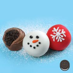 Easy to make. Nothing to bake. This OREO Cookie Ball Snowman is the perfect holiday treat.