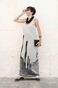 Vestido pintado a mano desde los piés hasta donde llegan mis caricias. Sonia Sempere