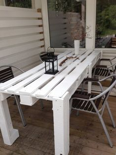 image Pallet porch table in pallet furniture with Terrace Table pallet Old Pallets, Recycled Pallets, Wooden Pallets, Wooden Diy, Recycled Wood, Euro Pallets, Palette Table, Palette Diy, Outdoor Dining Set