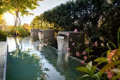 Herbst, Blickfang Wasserspiel im Garten - PARC'S Gartengestaltung – photograph by Claudia Below