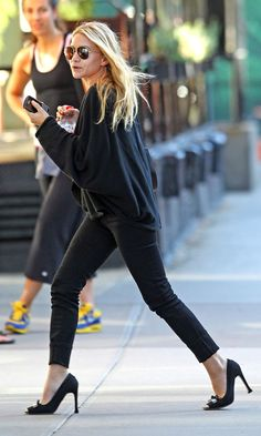 Ashley Olsen in black skinny jeans + heels #style #fashion #mka #olsentwins